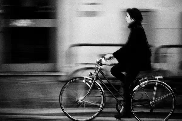 [校园诗歌]一个陌生女人·文字